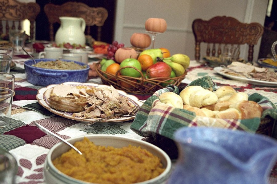 1024px-TraditionalThanksgivingFood