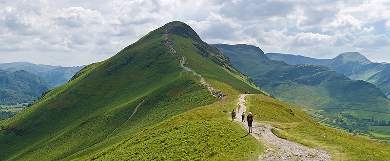 800px-Catbells_Northern_Ascent,_Lake_District_-_June_2009