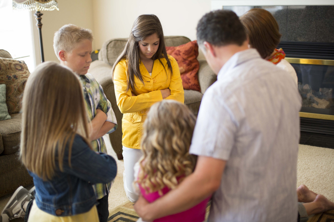 family-praying-1018983-gallery